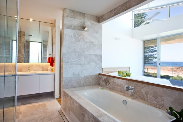 Limestone_Perlino_Bianco_Crosscut_Bathroom (1)